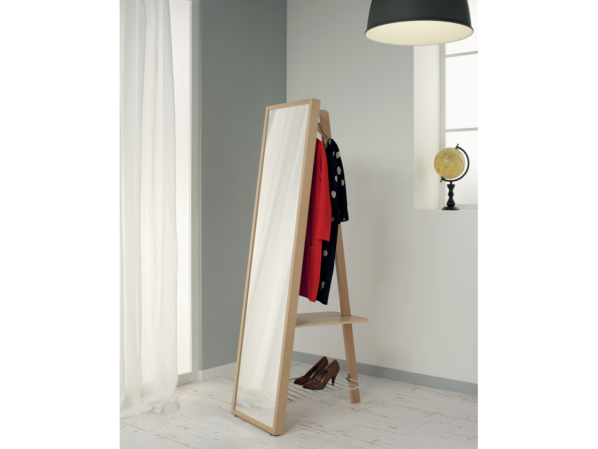 Итальянская деревянная вешалка для одежды Ванессиа от Foppapedretti