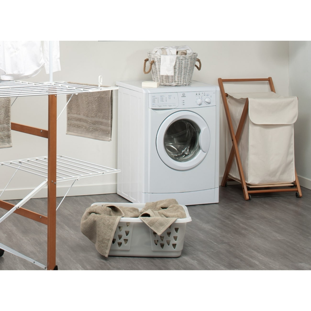 Ванная комната, итальянская мебель сушилка для белья, корзина для белья от Foppapedretti, стиральная машинка